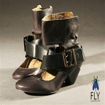 Fly London(女)★紅心牛仔娃娃木跟交叉扣踝靴-灰加黑
