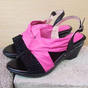 【SHELOVES 喜樂絲】低調鑽面羅馬涼鞋 桃色
