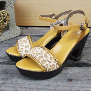 【SHELOVES 喜樂絲】豹紋後跟金釦粗跟涼鞋 黃色