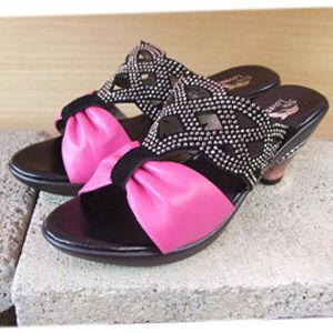 【SHELOVES 喜樂絲】透視美學 鑲鑽蝴蝶結鏤空低跟涼鞋 桃色