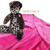 ~Jane  Sally~甜蜜熊抱枕毛毯兩用組 ^#40 斑馬 ^#47 豹紋 ^#41