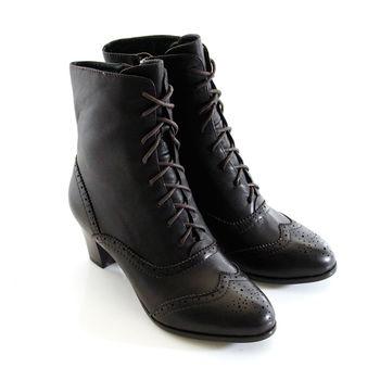 【GREEN PHOENIX 波兒德】經典絕對牛津雕花綁帶側拉鍊低跟短靴-咖啡色