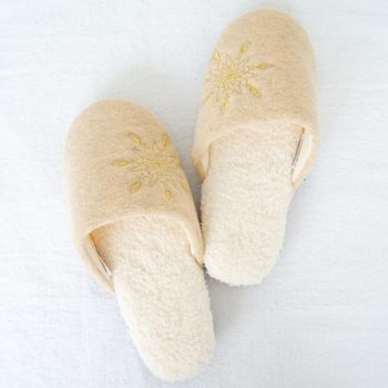 MORINO摩力諾螞蟻絨綉花室內拖鞋-卡其色