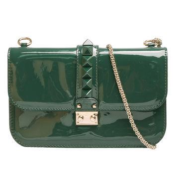 VALENTINO Glam Lock鉚釘造型小牛漆皮金屬鍊肩背包(綠)HWB00398-AVA201
