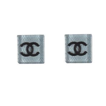 【CHANEL】A89022  經典雙C LOGO復古方型耳環(銀)