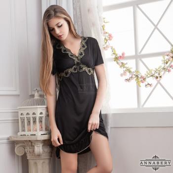 大尺碼Annabery黑色刺繡V領短袖柔緞睡衣