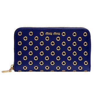 MIU MIU NAPPA VELE系列羊皮金屬飾釘造型拉鍊手拿長夾(深藍)