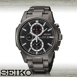 【SEIKO 精工】太陽能雙時區三眼黑鋼時尚男錶(SSC095P1)