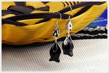 新光飾品-新款施華洛水晶黑色小魚勾勾耳環