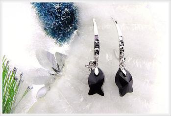 新光飾品-新款施華洛水晶黑色小魚耳環