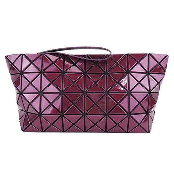 ISSEY MIYAKE 三宅一生BAOBAO幾何方格亮面4x8大手拿包(紫紅)