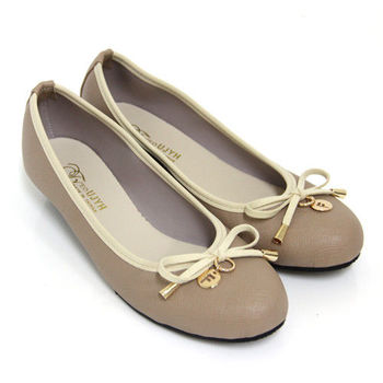 【Pretty】典雅小蝴蝶結金屬吊飾楔型低跟娃娃鞋-芋色