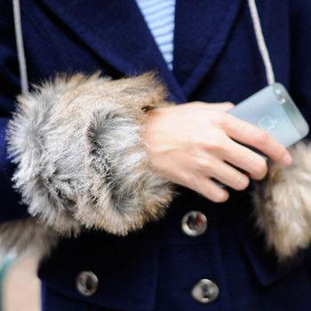 太妃糖 冬季禦寒聖品仿兔毛手套(棕)