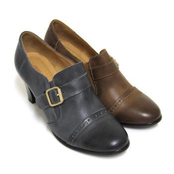 【GREEN PHOENIX】復古樂章仿舊雕花金屬飾扣套入式臘感牛皮粗高跟牛津鞋-卡其色、藍色