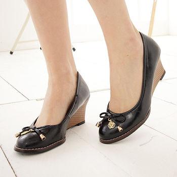 《DOOK》輕熟女漆皮玫瑰楔型高跟鞋-黑色