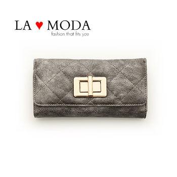 LAMODA歐美旋轉鈕扣經典同款皮革質感復古手拿皮夾長夾 UAW126銀色