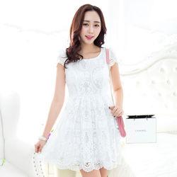 KVOLL中大尺碼白色刺繡縷空蕾絲連身裙