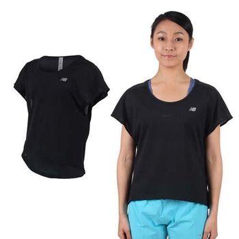 【NEWBALANCE】女短袖T恤-紐巴倫 上衣 慢跑 路跑 休閒 瑜珈 黑銀  100%聚酯纖維