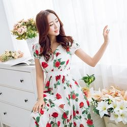 KVOLL中大尺碼白色玫瑰印花雪紡長洋裝