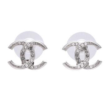CHANEL 杜拜度假系列月牙造型雙C雙色水鑽鑲嵌穿式耳環(迷你-銀)
