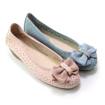 【GREEN PHOENIX】輕甜優雅緞面蝴蝶結雷射雕花全真皮小坡跟娃娃鞋-藍色、芋色