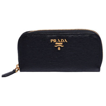 PRADA Saffiano Metal經典金色浮雕LOGO刻紋防刮牛皮拉鍊鑰匙包(黑)
