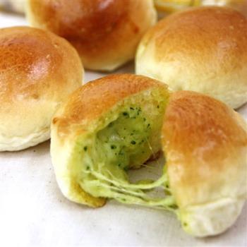 【巴特里】拉絲起司蒜味爆漿餐包 4包組
