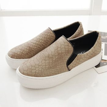 《DOOK》蛇皮壓紋舒適厚底懶人鞋-卡其(淺棕)