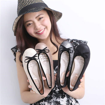 TTSNAP娃娃鞋-MIT全真皮 閃耀羊皮蝴蝶結柔軟Q平底鞋 (黑/棕/米/霧黑共四色選)