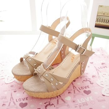 《DOOK》氣質環帶鉚釘楔型涼鞋-米色