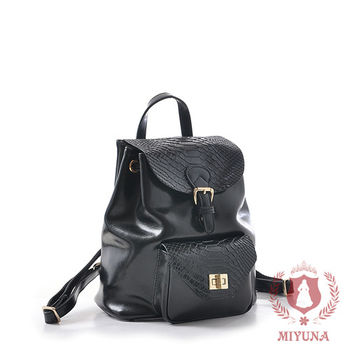 【MIYUNA】米蘭蛇紋鎖釦全真牛皮後背包-經典黑