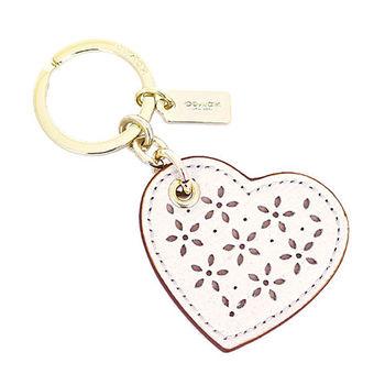 【COACH】2016春夏限定新款白色雕花愛心鑰匙圈(F65838 GAHA)