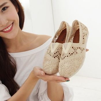 《DOOK》經典款鏤空布面蕾絲懶人鞋-米色