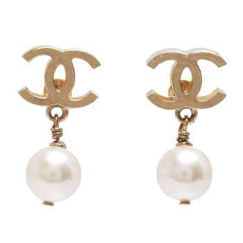 CHANEL 霧金雙C珍珠墜飾穿式耳環(金)