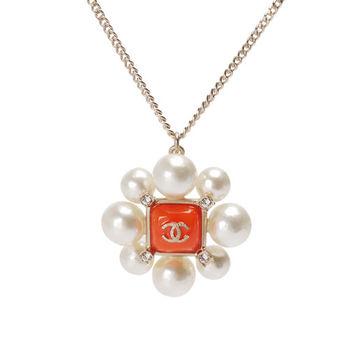 CHANEL 經典雙C琺瑯LOGO珍珠造型水鑽鑲嵌長短兩用項鍊(金X橘)