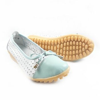 【Moscova】手工真皮系列 甜美風縷空蝴蝶結裝飾休閒女鞋淺藍