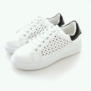 《DOOK》星星鏤空後跟亮皮拼接休閒鞋-拼接黑色款