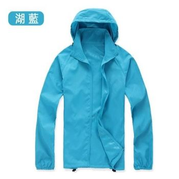 【M.G】(天藍)防風抗水遮日曬機能 風衣  超輕薄,男性、女性都適穿,抗UV、防風、抗雨水,體積小巧易攜帶,有型又好看!