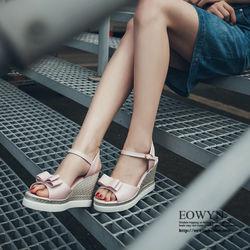 EOWYN時尚魚嘴蝴蝶結一字釦環坡跟楔形涼鞋EMD04902-69/4色/34-39碼現貨+預購
