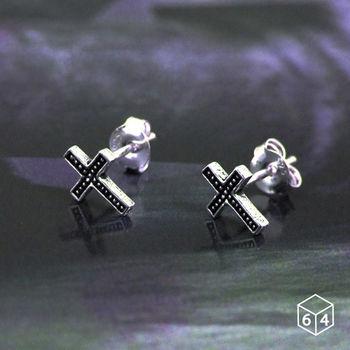 ART64 耳環 小巧十字架 925純銀耳環(黑)