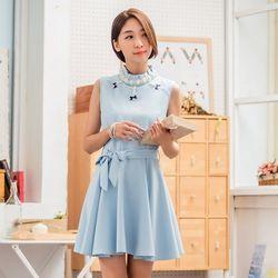 KOVLL中大尺碼藍色圓領無袖釘珠連衣裙
