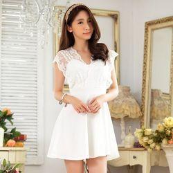 KOVLL中大尺碼白色蕾絲V領修身洋裝