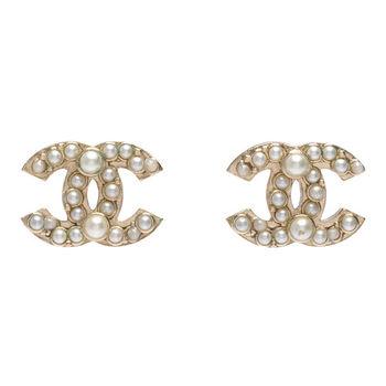 CHANEL 香奈兒經典雙C LOGO 珍珠大小不規則鑲嵌穿式耳環(金)