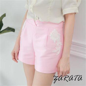 【ZARATA】素色印壓蕾絲花紋緞面風短褲(粉色)