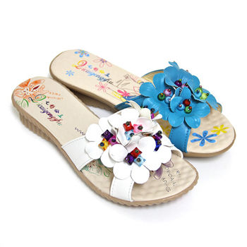 【Pretty】七彩串珠花朵點綴坡跟拖鞋-藍色、白色