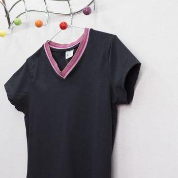 【TOMATO BEAR】活力女孩(S-XXL)MIT繽紛馬卡龍活力V領棉T-紫黑