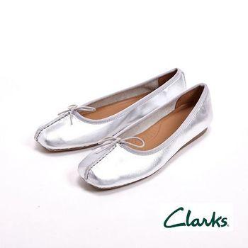 【Clarks】FRECKLE ICE 真皮休閒蝴蝶結平底鞋女鞋-銀(另有棕藍黑橘)