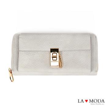 La Moda 獨家開版柔軟荔枝牛紋旋鈕釦飾大容量拉鍊長夾 (灰)
