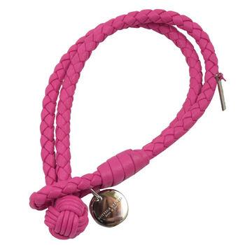 BOTTEGA VENETA 113546 純手工編織小羊皮LOGO吊飾手環.桃紅