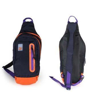 【PUMA】EVO BLAZE斜背式後背包-斜背包 側背包 丈青紫橘